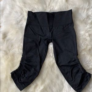 LULULEMON charcoal gray crops